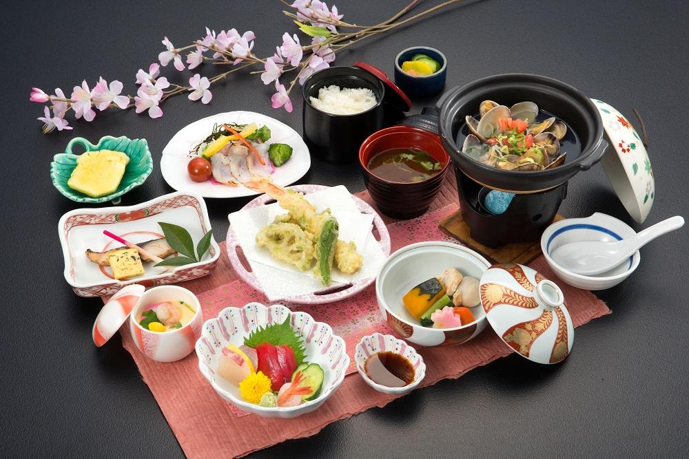 期間限定 1泊3食付き のんびりプラン(平日プラン)3~4名様1室・9,000円(税別)